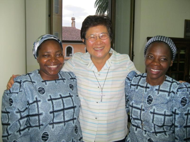 Thérèse Mbokila, Kim Sook Hee, and Rita Kieleka