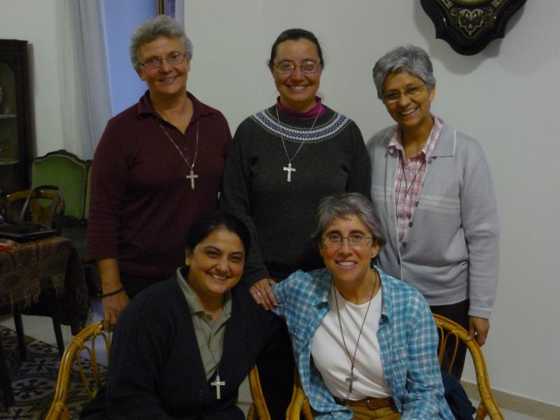 2ème:  Ellen Collesano, Clara Malo, Nancy Durand; 1st row:  Gerardette Phillips, Mariola López