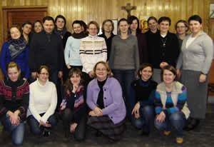 Joanna Orpel rscj, Joanna Moś rscj (2nd row on the right) with young adults in Poland.
