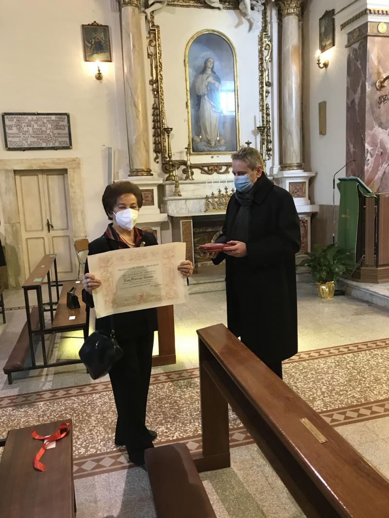 "Federica Rossi Germani recibe la cruz ""Pro Ecclesia et Pontifice"""