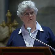 Barbara Dawson lee en la Misa del Domingo de Pascua en el Vaticano